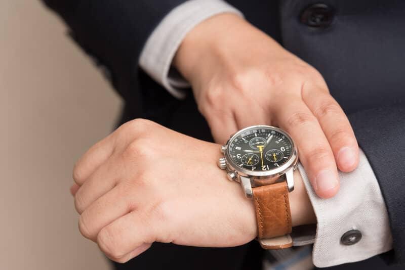 Why You Should Start Wearing A Wrist Watch